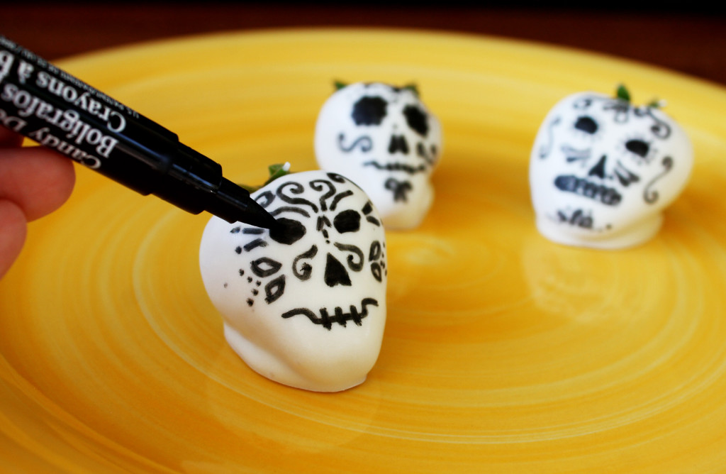 10 Dia De Los Muertos (Day of the Dead) Ideas to Bring Your Party to Life: White Chocolate Covered Strawberries