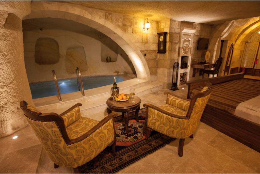 Majestic Cave & Pool suite at Kayakapi Premium Caves