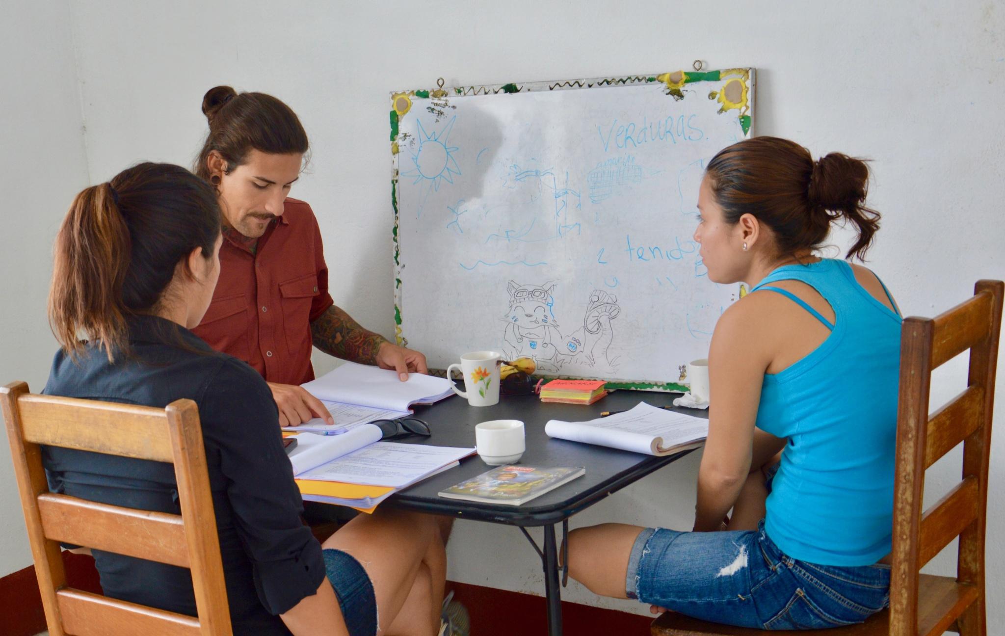 Dos Mundos Spanish School in Flores